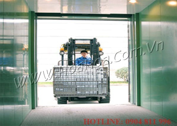 Thang máy tải hàng Hitachi